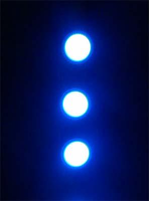 3 el buttons in a row